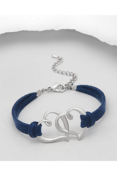 kék-bőrszíjas-karkötő-egymásba-fonódó-szívekkel